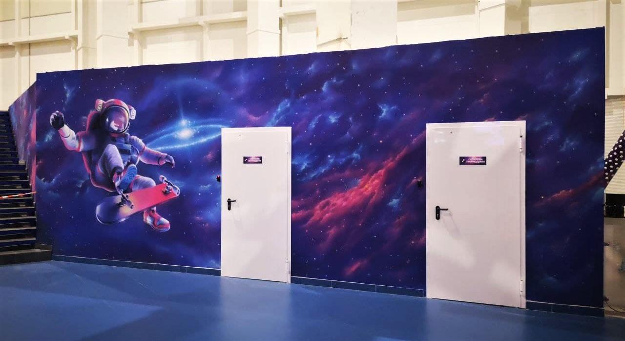 Роспись гардероба в cемейном парке развлечений Galaxy двери