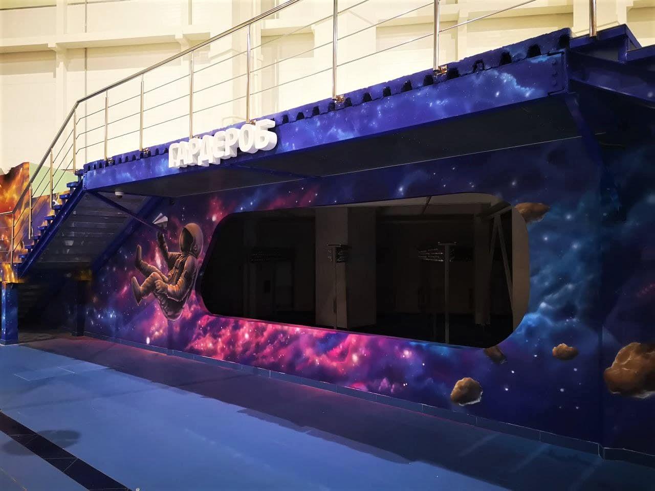 Роспись гардероба в cемейном парке развлечений Galaxy гардероб крупный план