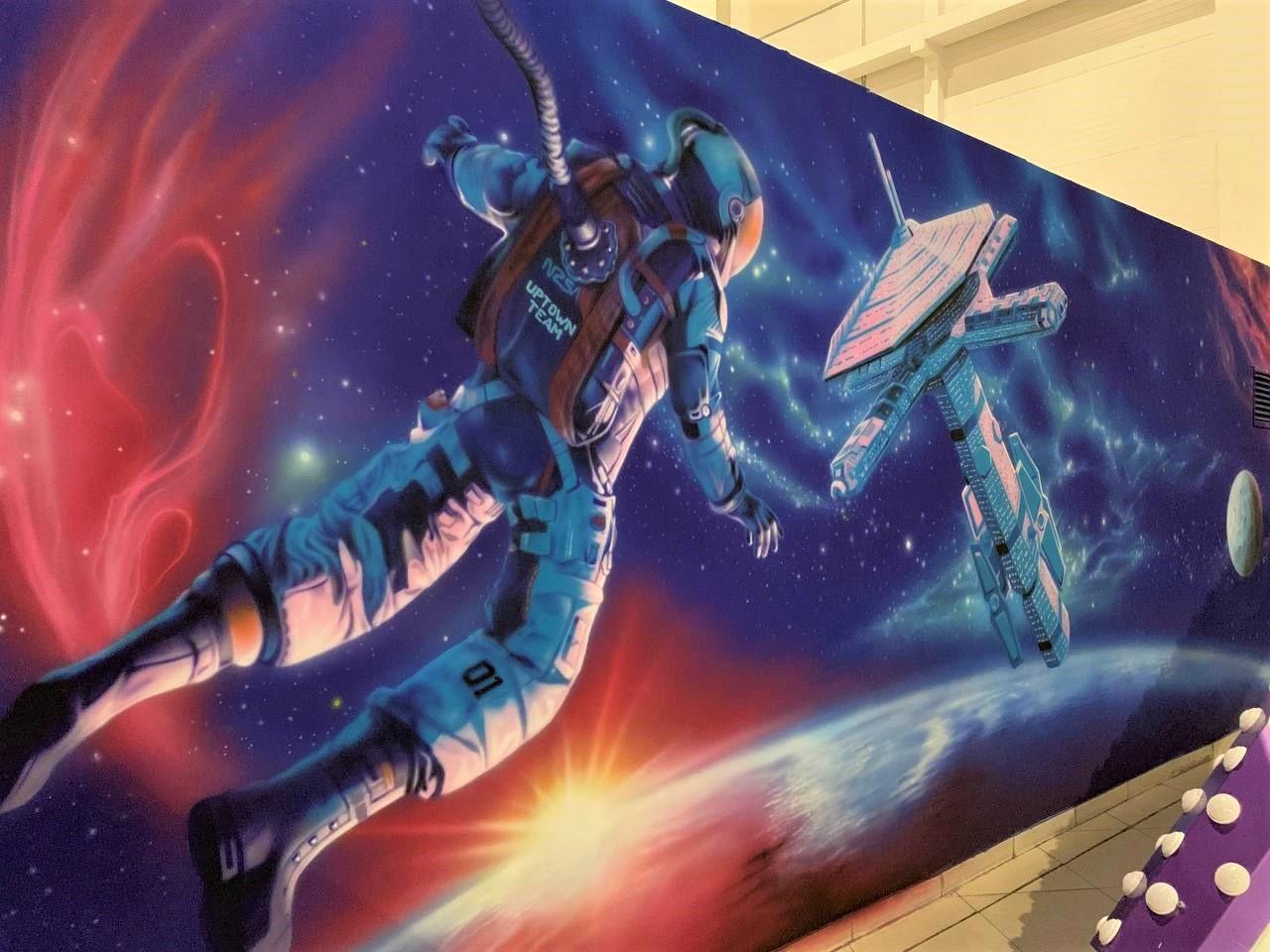Роспись гардероба в cемейном парке развлечений Galaxy космонавт
