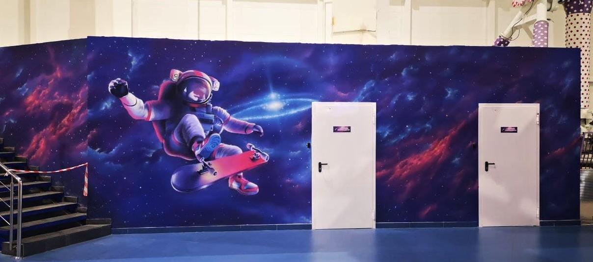 Роспись гардероба в cемейном парке развлечений Galaxy двери дальний план