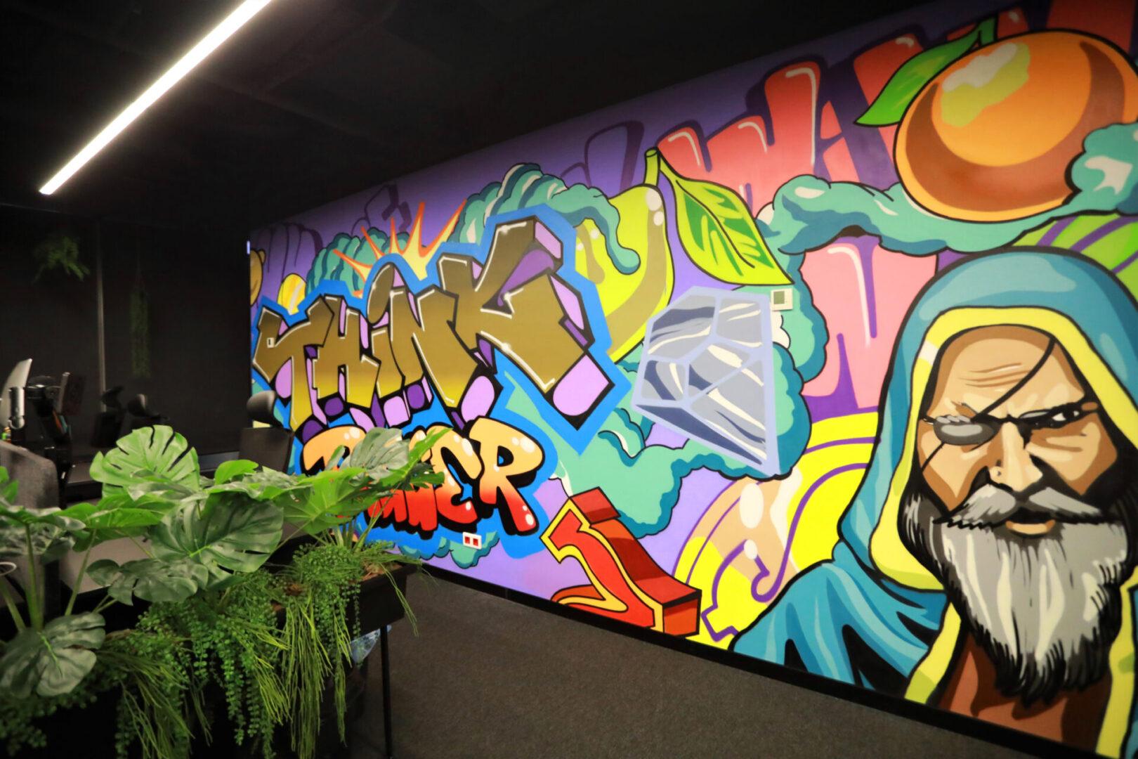 Художественное оформление офиса IT компании стена вид сбоку