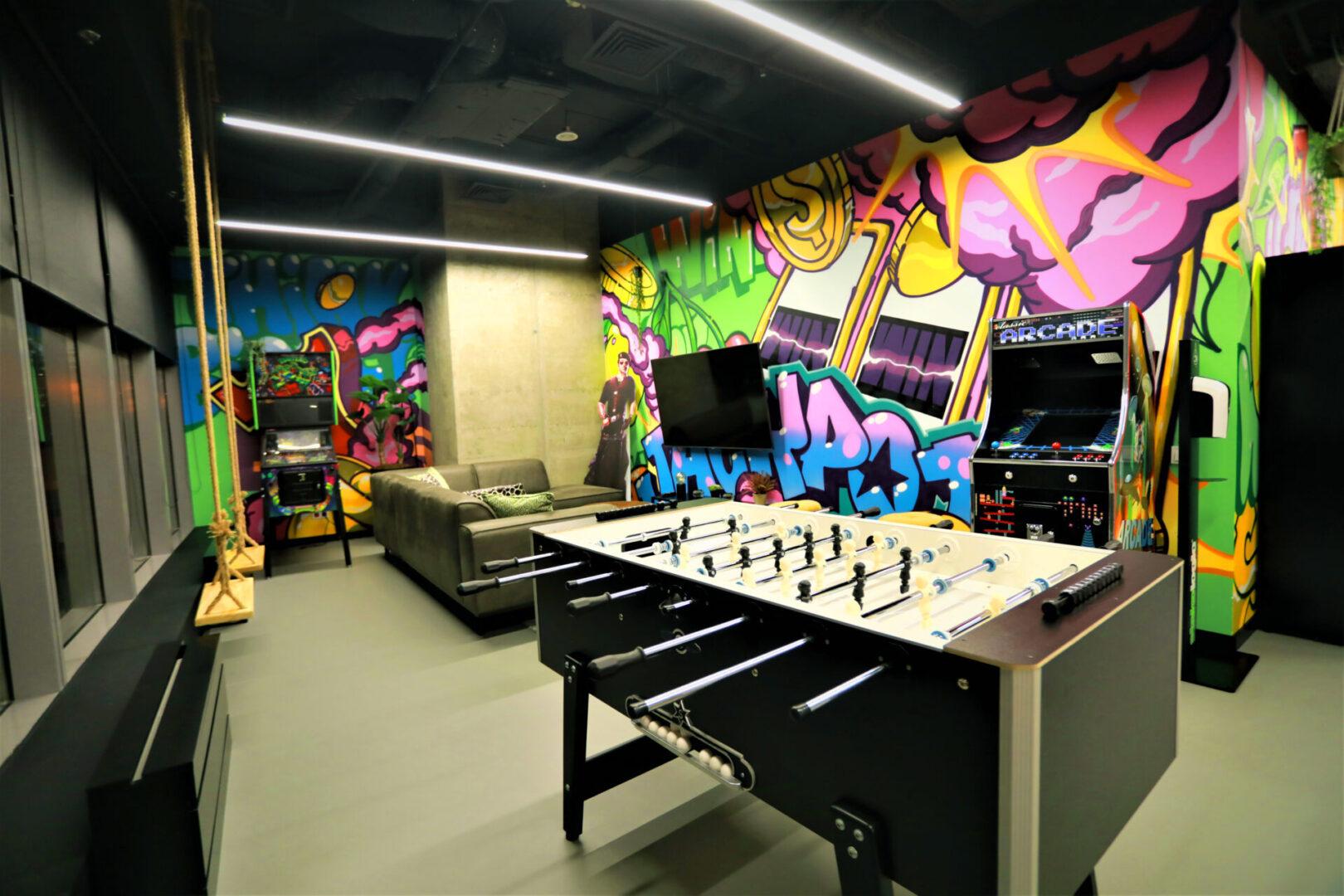 Художественное оформление офиса IT компании (часть 2) UT-ART STUDIO настольный футбол