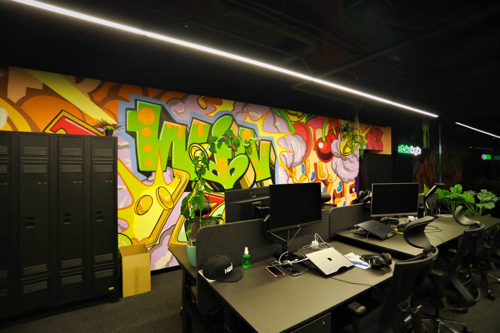 Художественное оформление офиса IT компании (часть 2) UT-ART STUDIO компьютеры