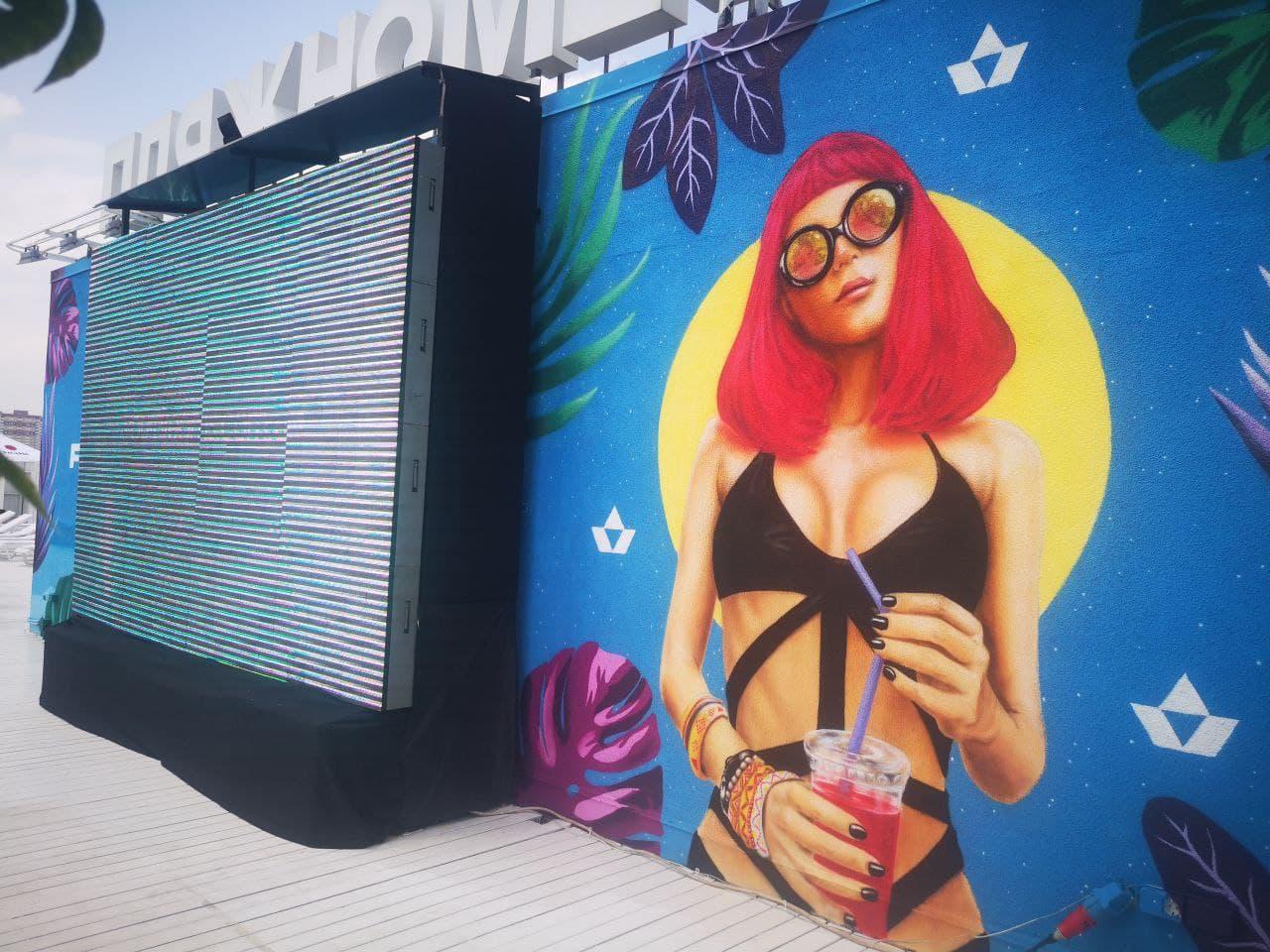 Мурал на заказ для City Beach Club UT-ART STUDIO вид сбоку