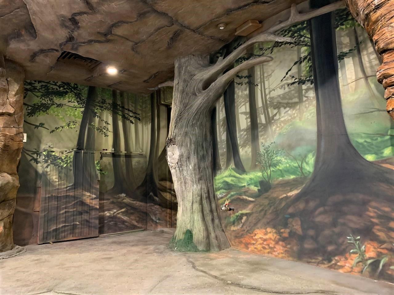 Роспись вольера на заказ в Киевском зоопарке дерево